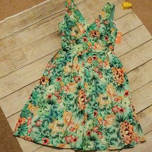 Dresses & Skirts - Pleated Lotus Flare Dress
